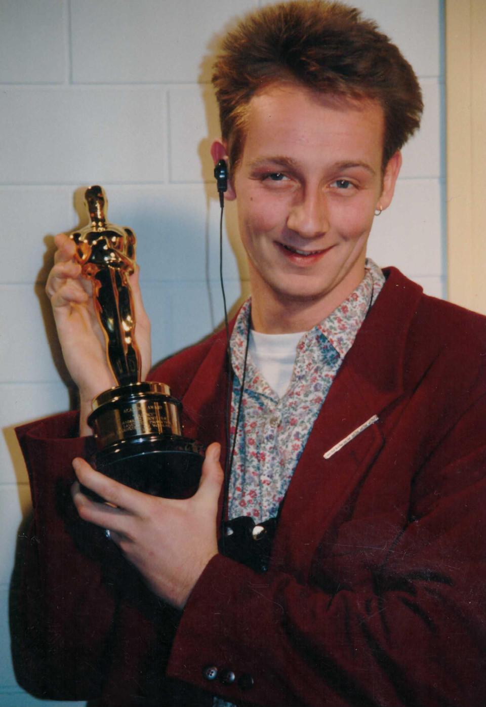 Oliver Gäbel im ersten Ausbildungsjahr zum TV-Redakteur beim Sat.1-Frühstücksfernsehen (1991)
